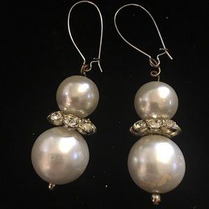 Earrings, pearl style